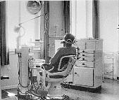 Zahnarztpraxis 1949 Behandlung
